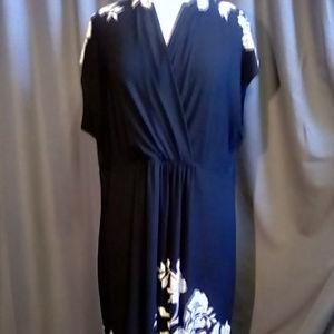 Voir Voir Size 18 sleeveless cream and navy dress